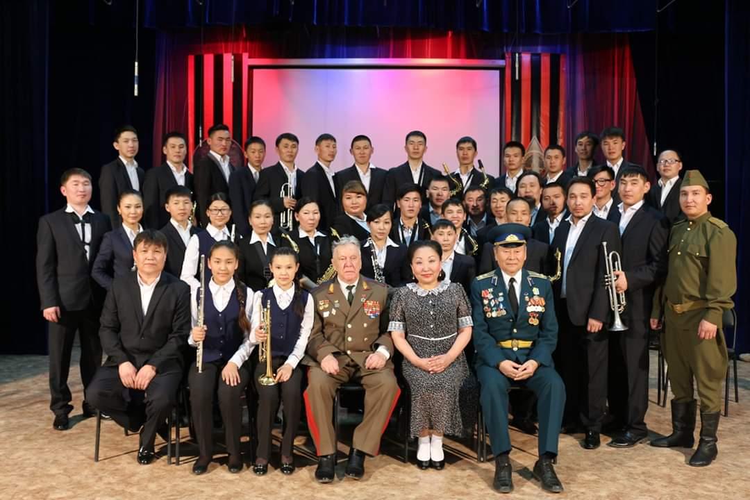 Иванков П.Ф. с артистами конного духового оркестра Тувинской Народной Республики